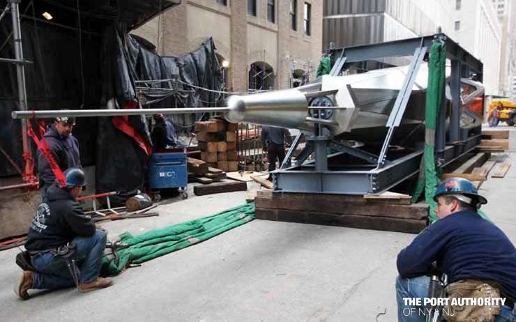Ez a fémtüske lesz az új World Trade Center legtetején - itt éppen kijön a gyárból.