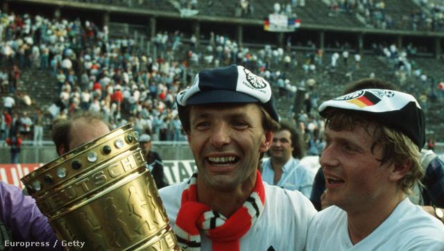Körbel és Détári a német kupával 1988. május 28-án