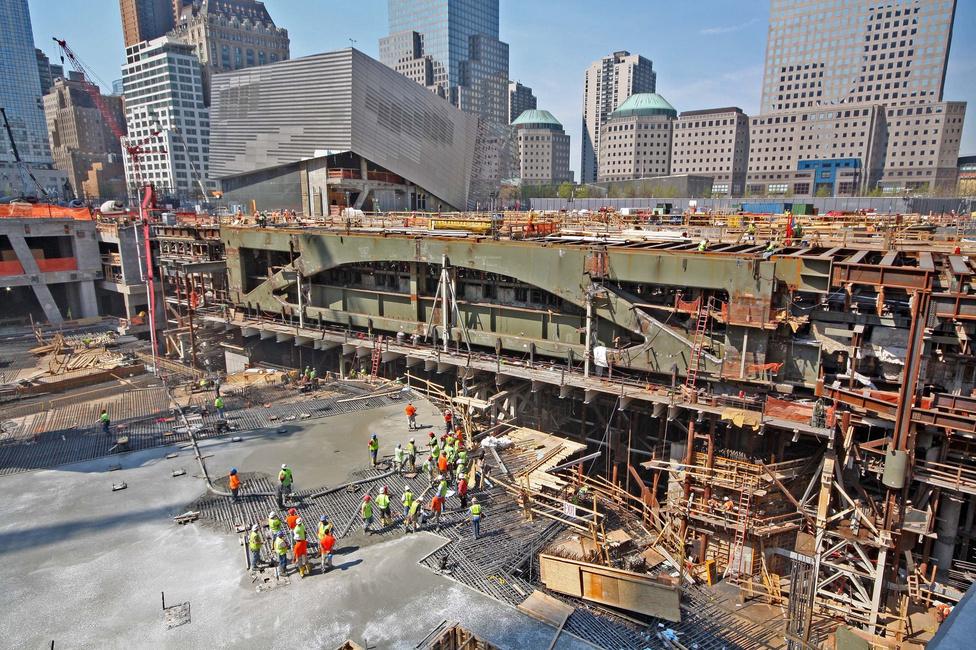 2012. április, betonoznak a leendő metrómegállóban.