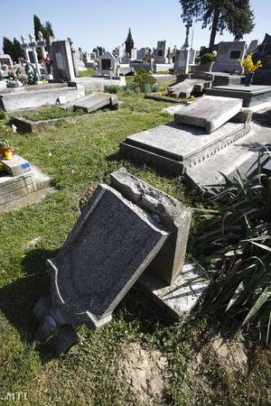 Önkormányzati megbízásból ledöntött síremlék Bánokszentgyörgyön