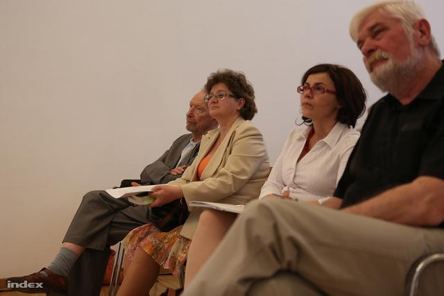 Balról jobbra: Kende Péter, Baráth Magdolna, Varga Zsuzsanna és Gyarmati György