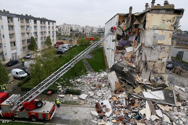 Legalább ketten meghaltak, tízen megsebesültek, amikor részben összeomlott egy négyemeletes ház a franciaországi Reimsben.