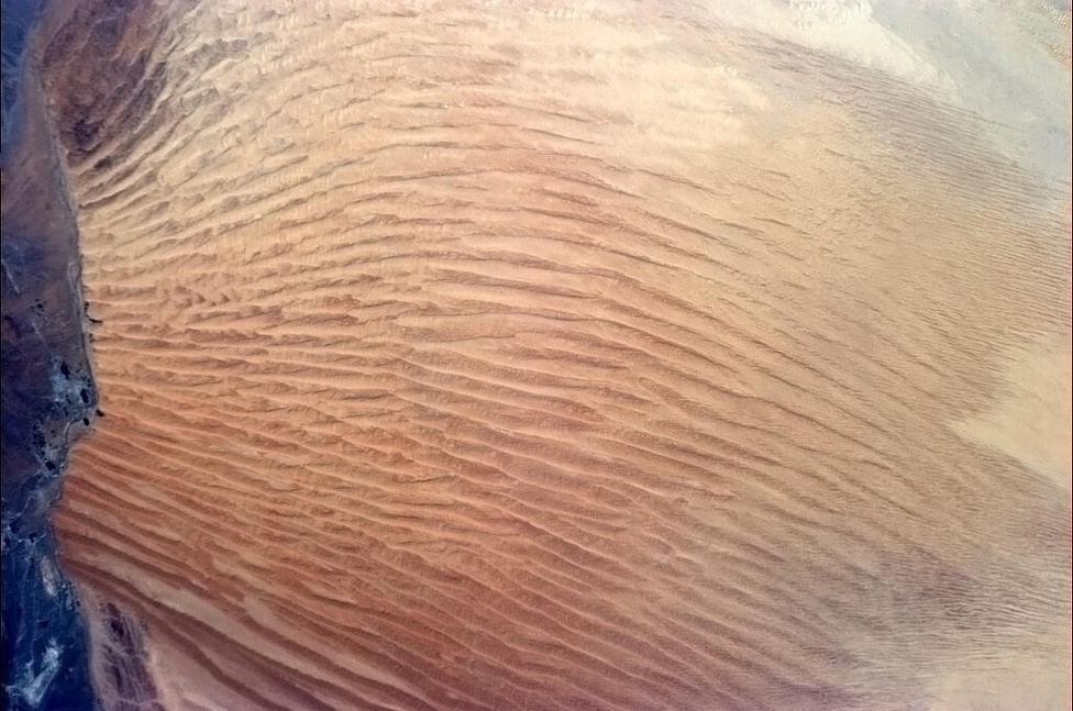 Homoktenger Omanban, látni, honnan fúj a szél