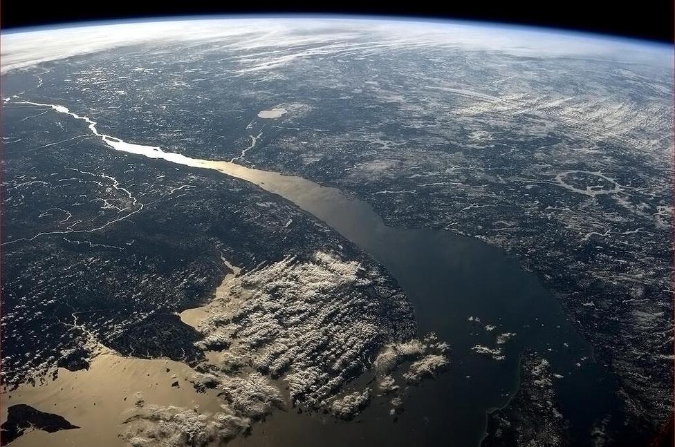 A Szent Lőrinc-folyó torkolata, háttérben a Nagy Tavak