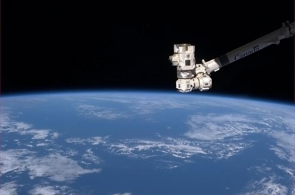 A Canadarm2 üdvözli a világot