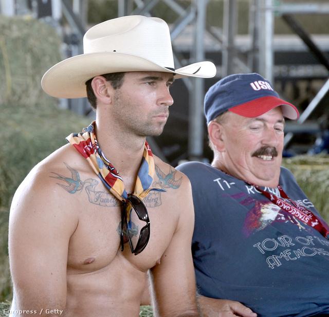 Mások a cowboy-szerelés nagy részét otthonhagyták