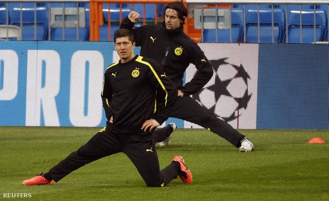Melegítőben edzenek a Dortmund játékosai Madridban
