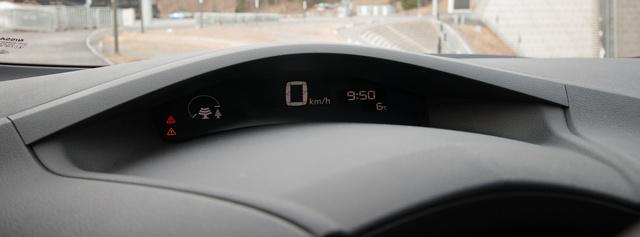 Fent mutatja fenyőfával szimbolizálva a környezetkímélésünk mértékét és a sebességet