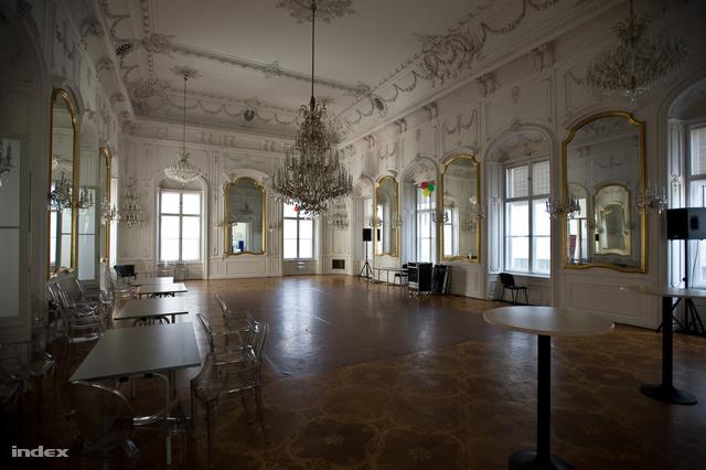 A Festetics-palota táncterme ma német iskola