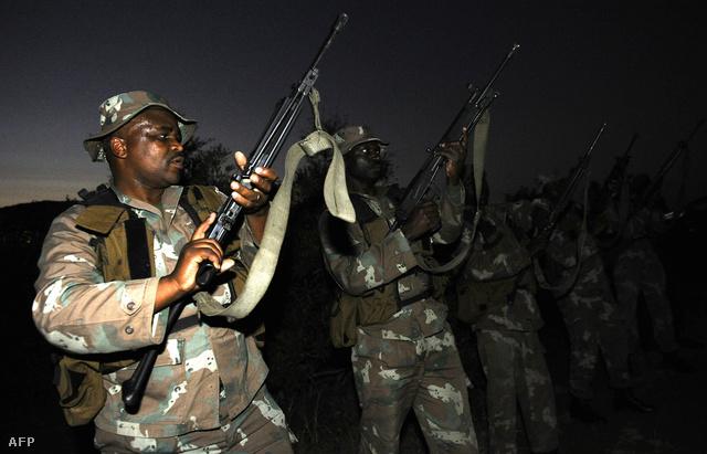 Fegyveres katonák is járőröztek a Nemzeti Parkban, hogy védjék az utolsó orrszarvúkat