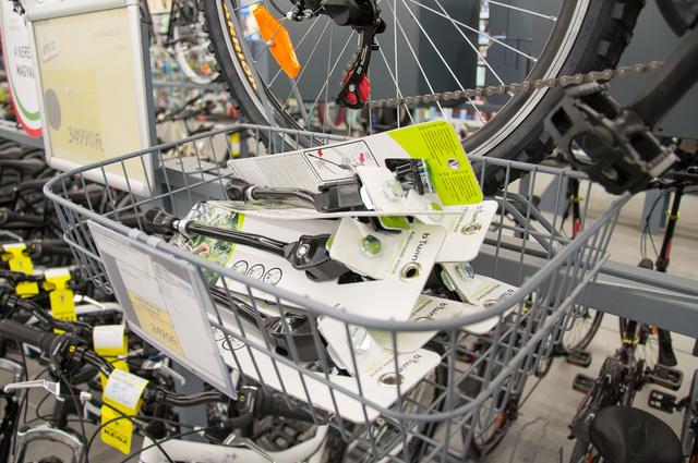 Biciklihez bármit, helyben, a sportáruházban
