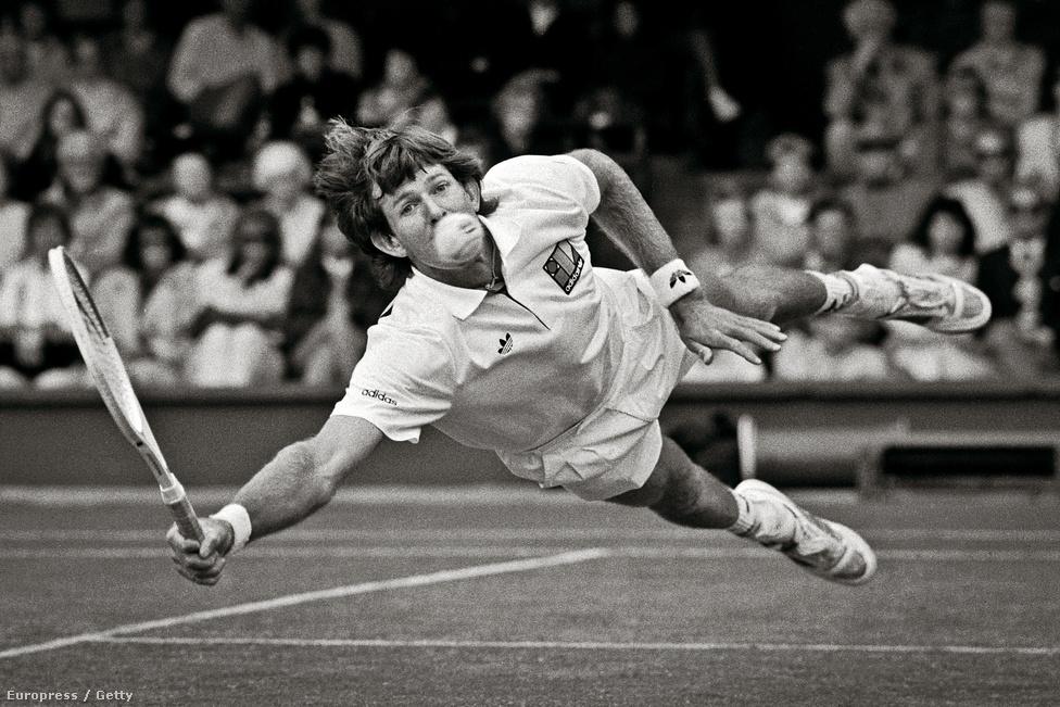 A dél-afrikai Kevin Curren ment hatalmasat az 1990-es wimbledoni tenisztorna negyeddöntőjében.