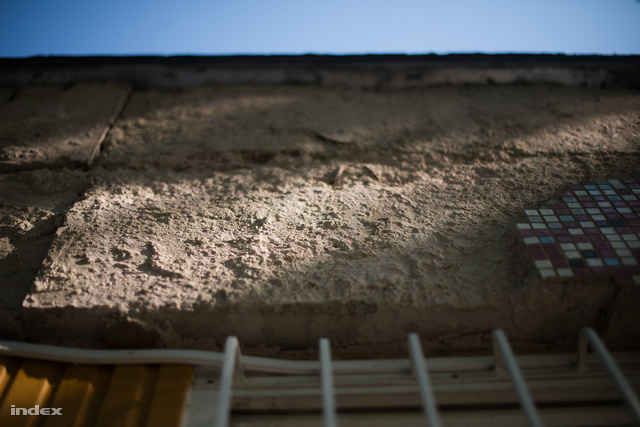 A leomlott falfelület