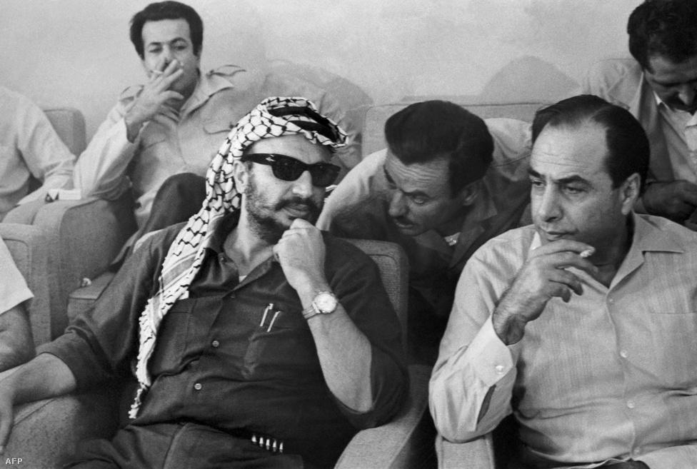 A Palesztinai Felszabadítási Szervezet (PFSZ) vezető Jasszer Arafat. 1970-től a PFSZ székhelye Libanonban volt, innen szerveztek gerillaakciókat izraeli célpontok ellen, melyekre Izrael libanoni célpontok támadásával válaszolt. Izrael az első libanoni háborúban behatolt Libanonba, ahonnan1986-ban vonult ki.