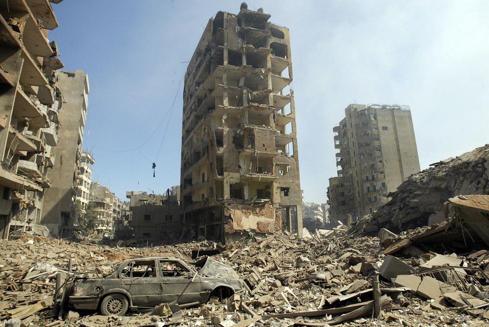 2006. júliusában a Hezbollah libanoni szervezet rakétatámadásokat indított a határmenti izraeli állások ellen, amire Izrael bombázásokkal válaszolt. Az öthetes második libanoni háborúban Bejrútot is támadták az izraeliek. Végül az ENSZ közvetítésével sikerült tűzszünetet életbe léptetni.