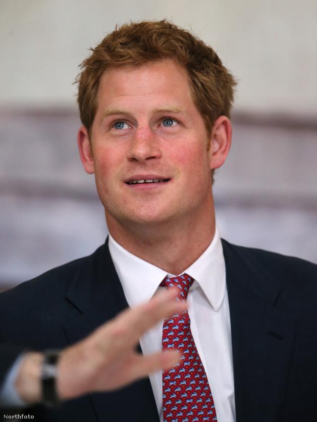 Harry herceg öltönyben is sármos