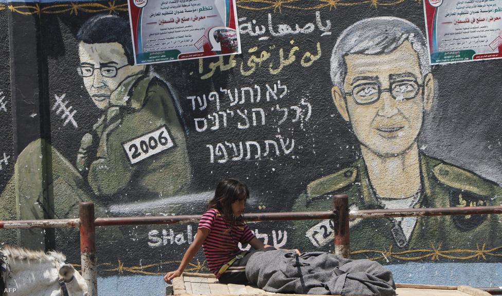 A Hamász 2011 októberében öt év után engedte szabadon a 2006. június 25-én elrabolt Gilád Salit izraeli katonát. Az izraeli-palesztin fogolycsere keretében Salit tizedesért cserébe Izrael 1027 palesztin foglyot engedett el.