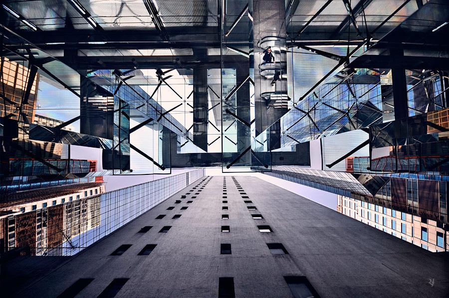 Hongkongban van a világ legtöbb legalább 100, 150, és 200 méter magas épülete. A 250 métereseknél már előz Dubaj.
