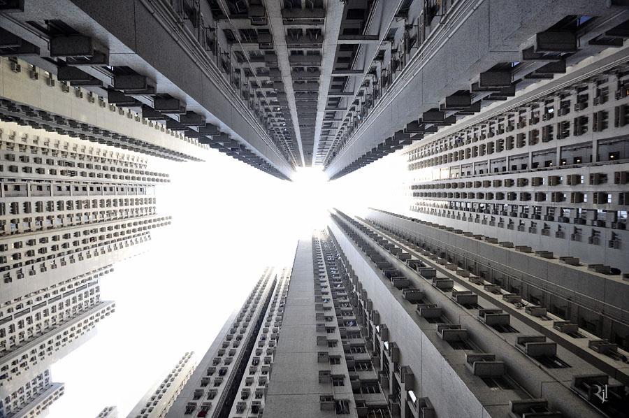 A városközpont. Az egy négyzetméterre eső 16 ezer lakóval Hongkong a harmadik legsűrűbben lakott ország a világon, csak Monaco és Szingapúr előzi meg. A városok toplistáját Manila vezeti 111 ezerrel.