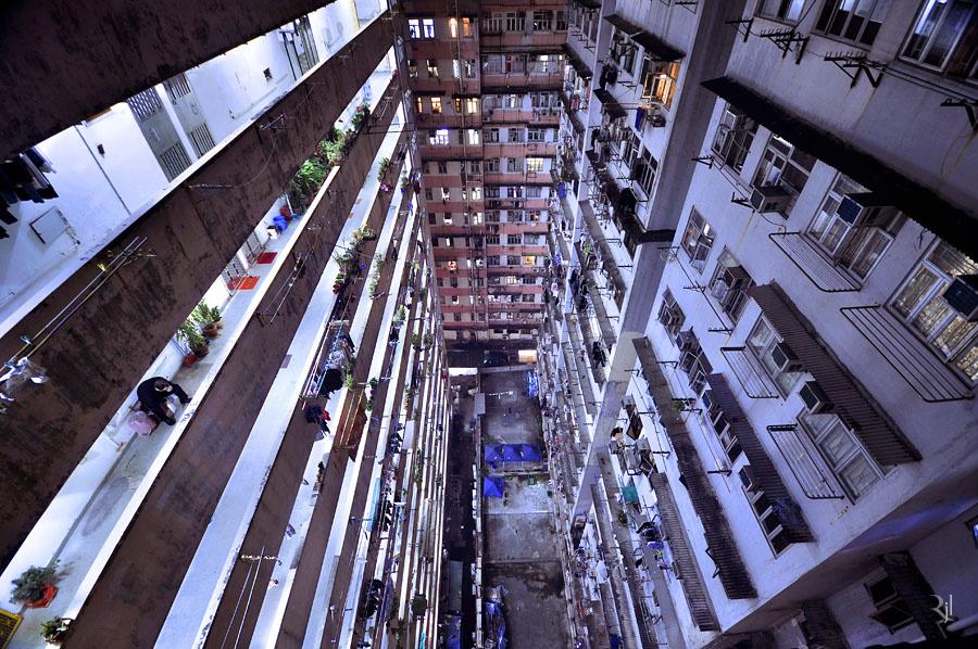 To Kwa Wan, egy nagyrész 10 emeletes lakóépületekből álló hatalmas lakótelep a város keleti részén.