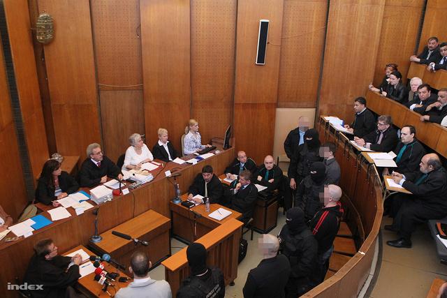 A romagyilkosságok első tárgyalási napja, 2011. március 25-én
