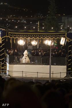 A menyasszony fehérben, lefátyolozva