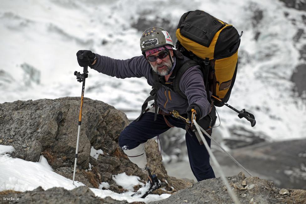 Erőss Zsolt műlábbal a Himaláján