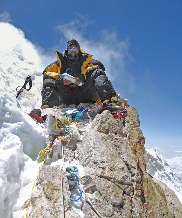 A Manaslu 8156 méteres csúcsán 2009-ben.