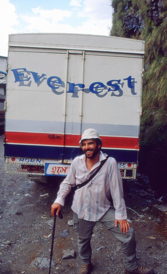A 2001-es Everest-expedíció Nepálból tart Tibet felé.