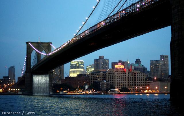 Olafur Eliasson dán művész vízesést álmodott a híd egyik pillérére