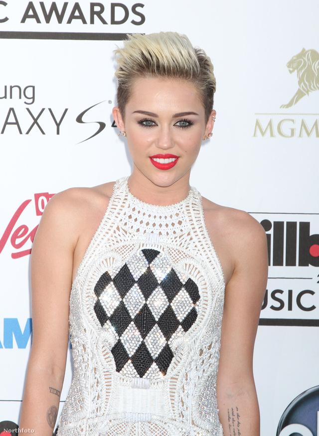 Kattintson a félmeztelen Miley Cyrusért
