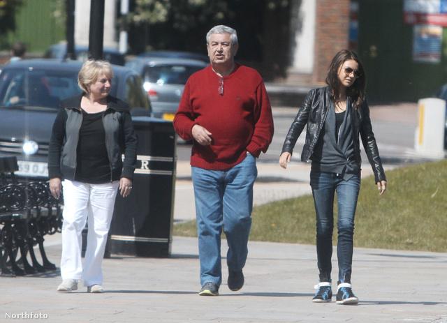Mila Kunis és szülei