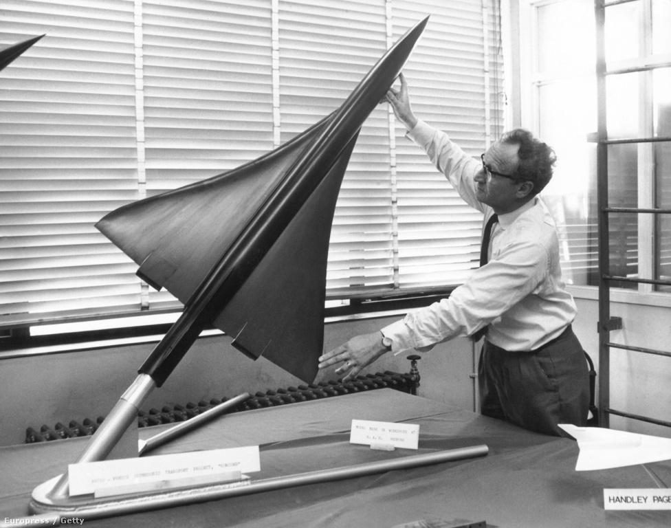 Hanson, a Királyi Repülőgép Testület bedfordi kísérleti telepének igazgatója a Concorde méretarányos modelljével. A legnagyobb kihívást az jelentette, hogy a formának kis légellenállásúnak, gyorsnak, de eközben könnyen irányíthatónak és kényelmesnek is kellett lennie egyszerre.