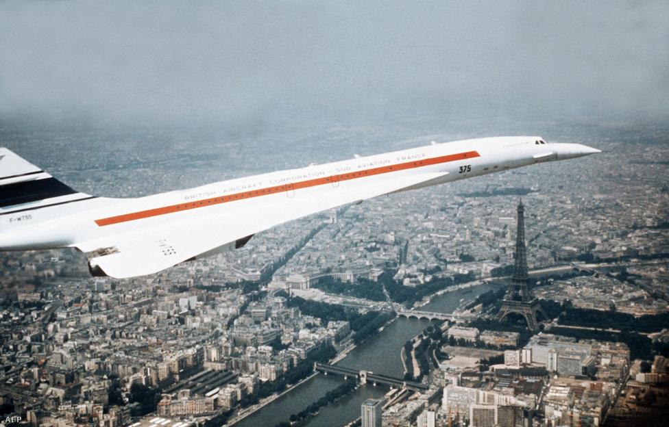 A brit-francia együttműködés eredménye 1973 januárjában Párizs felett repül. A géptípus kifejlesztését sokan az állami túlkapások legjobb példájának tartják: közpénzből fejlesztettek olyan technológiát, amit szinte kizárólag a leggazdagabb réteg javát szolgálta. A hagyományos utasszállítók árainak ötszörösébe kerülő jegyeket csak kevesen tudták kifizetni.