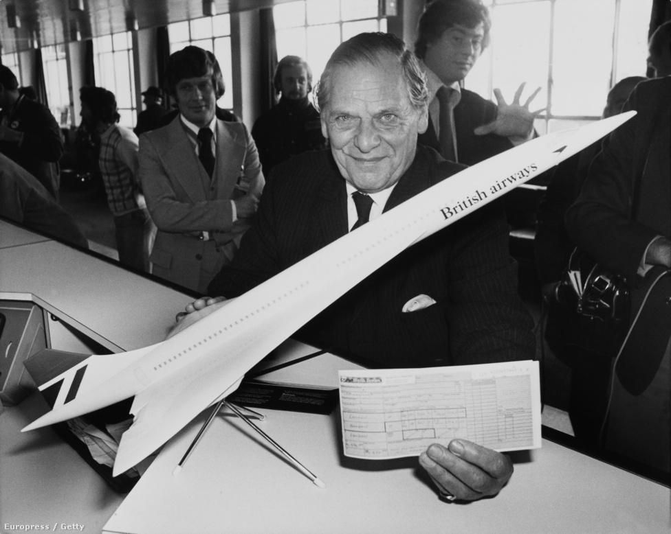 Az első, menetrend szerint indított Concorde-ra eladott jegy boldog tulajdonosa. A brit járatok hívójele a Speedbird Concorde volt, ezzel is jelezve a gépek különleges képességeit és igényeit a légi irányítók felé. A franciák nem variáltak ennyit.