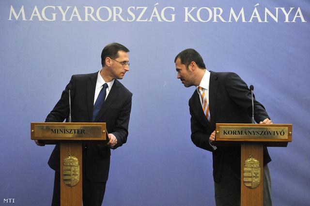 Varga Mihály és Giró-Szász András a szerdai sajtótájékoztatón