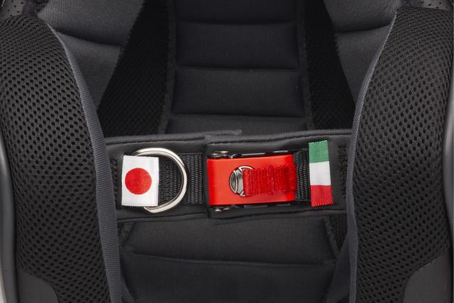 Olasz-japán barátság a szíjon