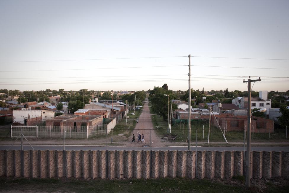 A Buenos Airestől 30 kilométerre épült mintaváros falai.