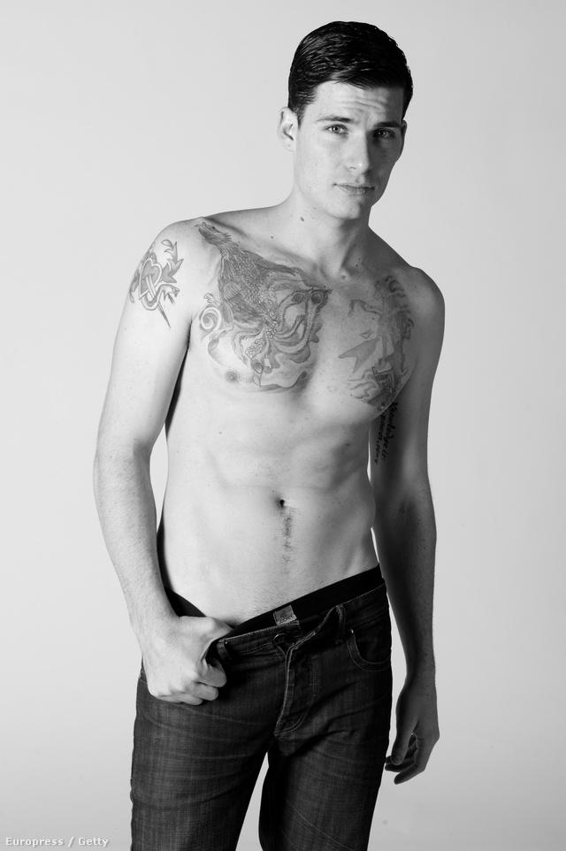 A modell neve John C. Shay