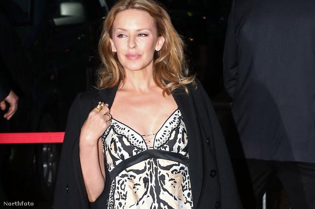 Kylie Minugue Cannes-ban a filmfesztivál egyik eseményén