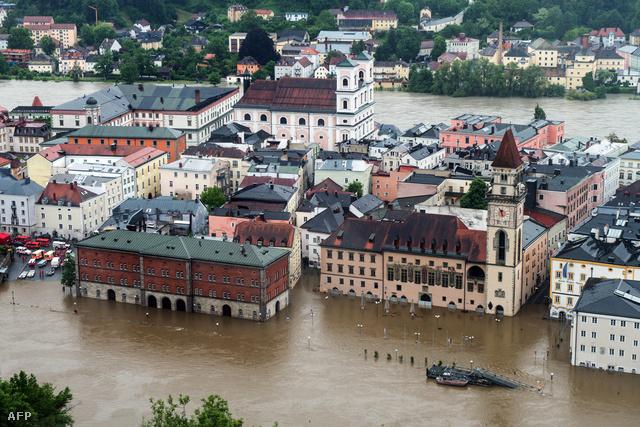 A megáradt Duna elöntötte Passaut.