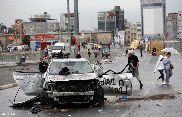 Így festett vasárnap reggel a Taksim tér környéke