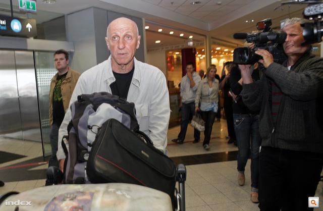 Kollár Lajos a Ferihegyi repülőtéren