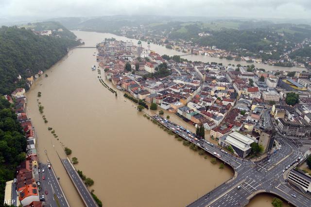 Passauban, ahol három folyó, a Duna, az Inn és az Ilz találkozik, a Duna 12,80 méter körül tetőzött az éjjel. Hajnalban már 12,40 méter volt a vízállás, és visszahúzódott az Inn is, a város így túl van a nehezén. Tetőzött az ár Bajorország más térségeiben is, és Türingia tartományban is javult az árvízhelyzet.