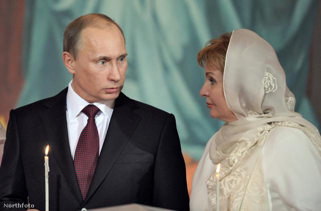 Húsvéti szertartáson Putyin és felesége 2011. április 23-án
