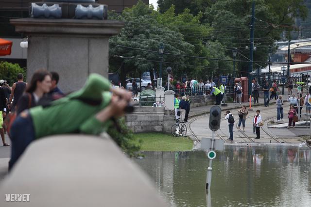 Az utcakép alapján úgy tűnik, Budapesten mindenkinek van legalább egy fényképezőgépe
