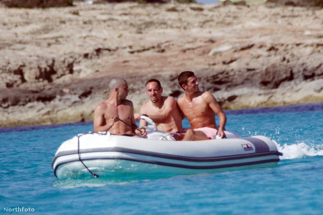 Franck Ribéry a haverjaival csónakázik Formenterán