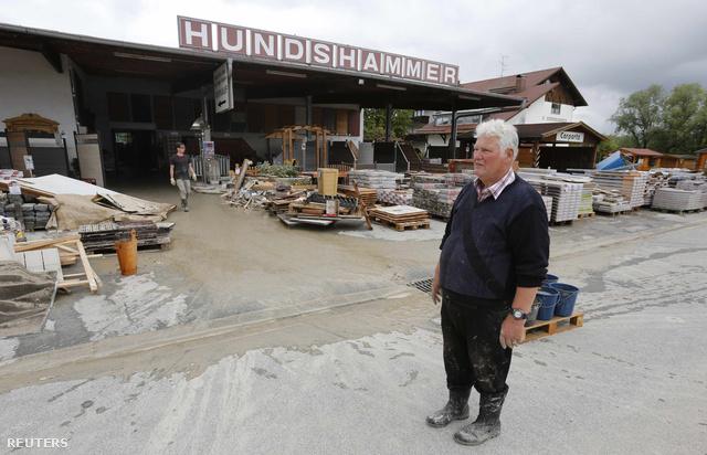 A 73 éves Walter Hundshammer a nagyapja által 1909-ben alapított faipari cégének maradványát figyeli.