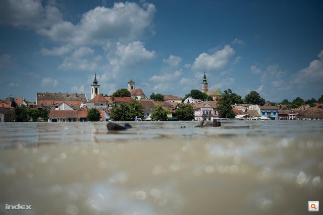 Az összes fotógalériánk az árvízről - kattintson!