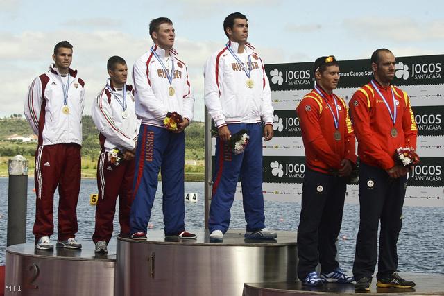 A kenupárosok 1000 méteres versenyében ezüstérmes Mike Róbert (b) és Vasbányai Henrik